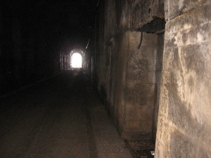 800px-Tunnel_inside